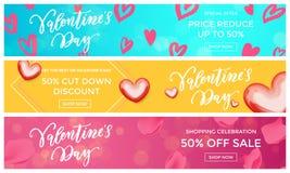As bandeiras da venda do Valentim projetam o teste padrão vermelho do coração do molde no fundo floral Disco da estação da compra Foto de Stock Royalty Free