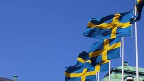 As bandeiras suecos reais voam na parte externa do ar filme