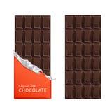 As barras de chocolate escuras dos doces no vintage barram envoltórios Fotos de Stock Royalty Free