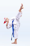 As batidas de Karateka retrocedem dentro o chapéu de Santa Claus foto de stock
