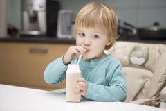 As bebidas da criança Imagem de Stock Royalty Free