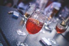 As bebidas da mistura com Aperol Spritz Fotografia de Stock Royalty Free