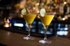 As bebidas no restaurante, barram limpo e a harmonia Imagem de Stock Royalty Free
