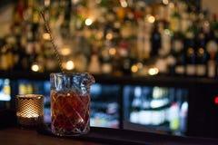 As bebidas no restaurante, barram limpo e a harmonia Fotos de Stock