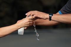 As bebidas postam em uma maratona Fotos de Stock Royalty Free