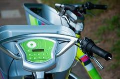 As bicicletas elétricas estão aparecendo imagem de stock