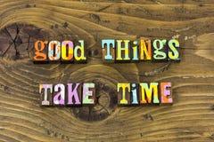 As boas melhores melhores coisas tomam a cópia da tipografia da paciência do tempo fotos de stock