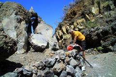 As boas sapatas de passeio são necessários durante a caminhada da natureza no La Palma Imagens de Stock