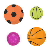 As bolas ajustaram os ícones, lisos, estilo dos desenhos animados Coleção do futebol, basquetebol, tênis Isolado no fundo branco  Foto de Stock