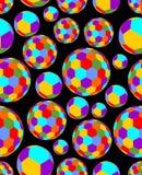 As bolas coloridas alegres encheram-se de testes padrões do hexágono em um fundo preto de contraste Fotos de Stock