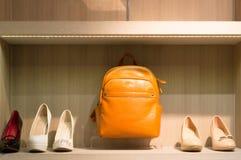 As bolsas coloridas com elevação colocaram saltos sapatas como o ano novo apresenta Imagem de Stock Royalty Free