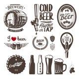 As bons etiquetas da cervejaria da cerveja do ofício, emblemas e elementos do projeto batem, tampam, engarrafam, agridem, barrel ilustração royalty free