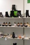 As botas, International das sapatas especializaram a exposição para calçados, sacos e acessórios Mos Shoes New Fotografia de Stock