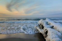 As brisas de mar do inverno refrigeram o elemento gelado da natureza da paisagem Imagens de Stock