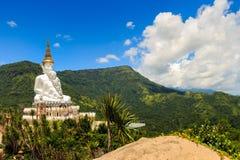 As Budas no templo de Phasornkaew, Tailândia imagens de stock