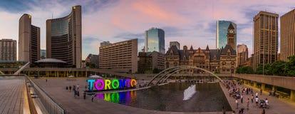 As câmaras municipais de Old&New (Toronto) Imagem de Stock