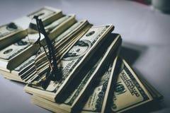 As cédulas do dólar do dinheiro valem a pena muito Pode ser o comfortabl trocado foto de stock royalty free