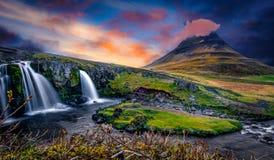 As cachoeiras da terra do gelo e do fogo!! imagens de stock royalty free