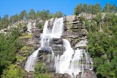 As cachoeiras de Tvindefossen aproximam Voss em Noruega Fotos de Stock Royalty Free