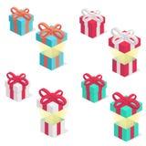As caixas de presente ajustaram-se com a fita, isolada no fundo branco Fotos de Stock Royalty Free