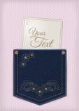 As calças de brim da sarja de Nimes pocket com etiqueta do preço ou do convite no fundo do laço Fotos de Stock Royalty Free