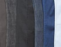 As calças de brim fecham-se em seguido acima. As calças de brim fecham-se em seguido acima. Fundo Imagem de Stock Royalty Free
