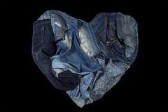 As calças de brim são azul belamente detalhado, obscuridade - azul e preto Fotografia de Stock Royalty Free