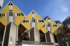 As casas cúbicas como a arquitetura experimentam no centro da cidade de Rotterdam no Blaak nos Países Baixos foto de stock royalty free
