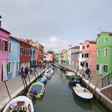 As casas coloridas na ilha de Burano, podem 08, 2010 em Burano, Veneza, Itália Imagem de Stock