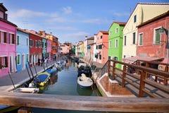 As casas coloridas na ilha de Burano, podem 08, 2010 em Burano, Veneza, Itália Imagens de Stock Royalty Free