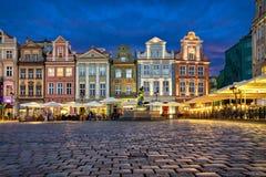 As casas coloridas velhas em Stary Rynek esquadram em Poznan, foto de stock royalty free