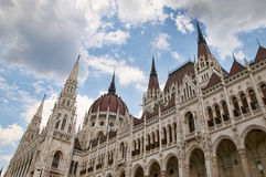 As casas da pensão Budapest Hungria do parlamento Imagem de Stock