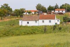 As casas da vila no Santiago fazem Cacem imagens de stock royalty free