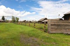 As casas de madeira velhas foto de stock