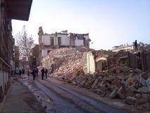 As casas destruídas, a rua nas ruínas Fotografia de Stock Royalty Free