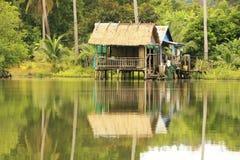 As casas do Stilt, alargam o parque nacional, Cambodia fotos de stock