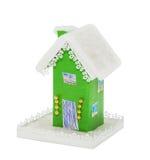 As casas verdes de papel do Natal cobriram a neve Imagens de Stock