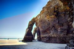 As catedrais encalham com as rochas erosioned pela ação do mar Imagens de Stock Royalty Free