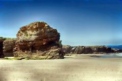 As catedrais encalham com as rochas erosioned pela ação do mar Foto de Stock