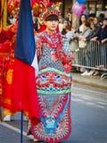 As celebrações chinesas do ano novo desfilam em Paris fotografia de stock
