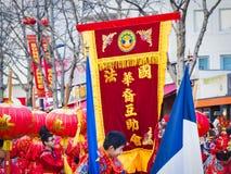 As celebrações chinesas do ano novo desfilam em Paris imagens de stock