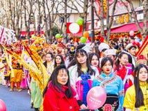 As celebrações chinesas do ano novo desfilam em Paris fotografia de stock royalty free