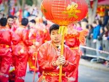 As celebrações chinesas do ano novo desfilam em Paris imagem de stock
