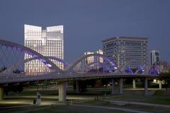 7as cenas ocidentais TX da noite de Fort Worth da ponte Fotografia de Stock