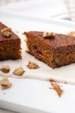 As cenouras e as nozes saudáveis frescas endurecem a sobremesa Foto de Stock Royalty Free
