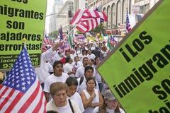 As centenas de milhares de imigrantes participam em março para os imigrantes e os mexicanos que protestam contra a reforma de imi Fotos de Stock