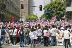 As centenas de milhares de imigrantes participam em março para os imigrantes e os mexicanos que protestam contra a reforma de imi Fotos de Stock Royalty Free