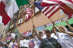 As centenas de milhares de imigrantes participam em março para os imigrantes e os mexicanos que protestam contra a reforma de imi Imagens de Stock Royalty Free