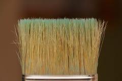 As cerdas do close-up da escova no fundo borrado fotos de stock