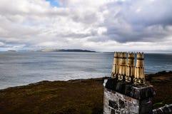 As chaminés na ilha de ferventam com especiarias - Escócia, Reino Unido imagem de stock